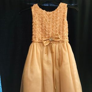 Light goldfish brown sleeveless dress